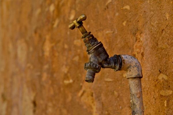 土地の見分け方 水道管のイメージ写真